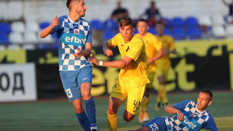 """Стайн Спиерингс откри резултата за """"сините"""" на стадион Огоста"""