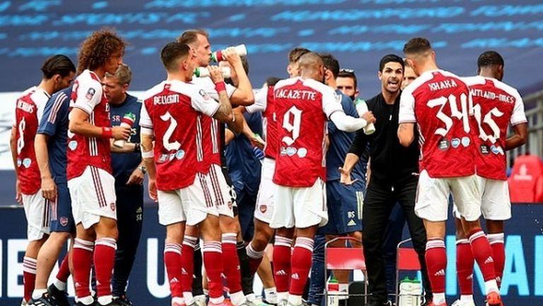 Играчите на Арсенал се чувстват излъгани от ръководството, искат спешна среща