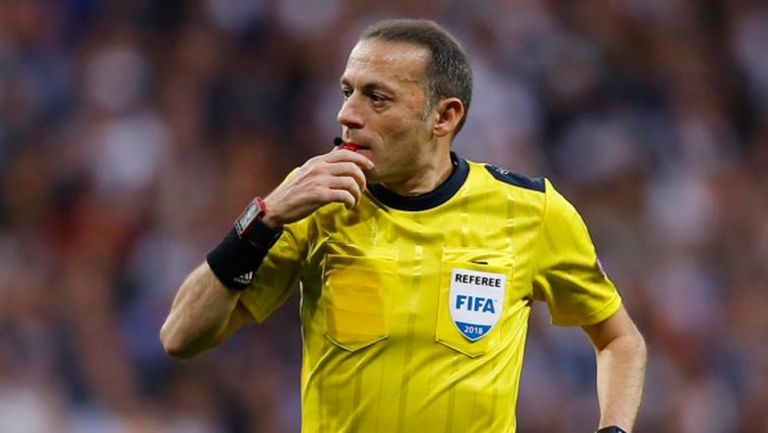 """УЕФА прати на Барса съдията от кошмара на """"Анфийлд"""""""