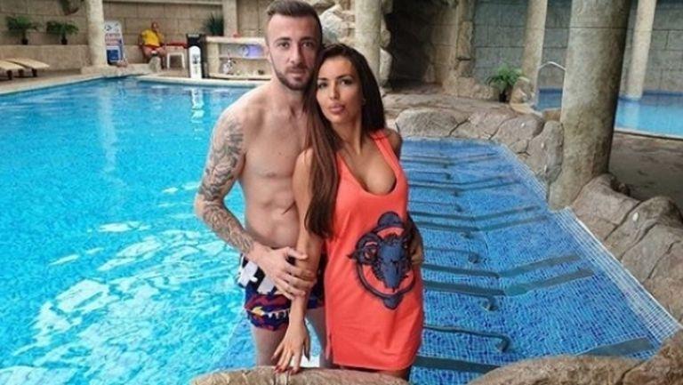 "Футболистът Мартин Тошев се ожени за сексбомба от ДФ ""Земеделие"""