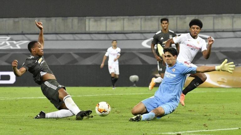 Вратарят на Севиля няма агент и струва 4 млн. евро