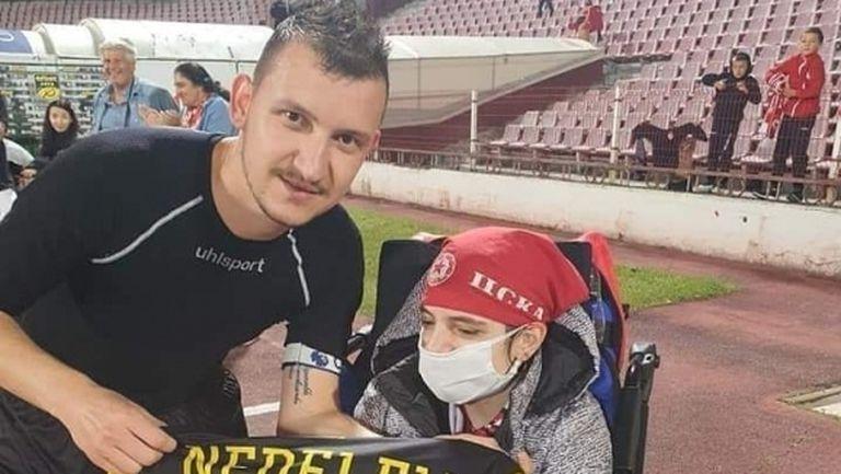 Тодор Неделев с уникален жест към фен на ЦСКА-София (снимка)