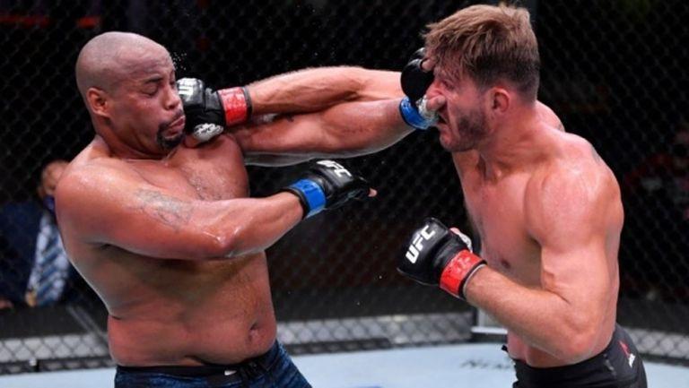 UFC 252 на забавен кадър