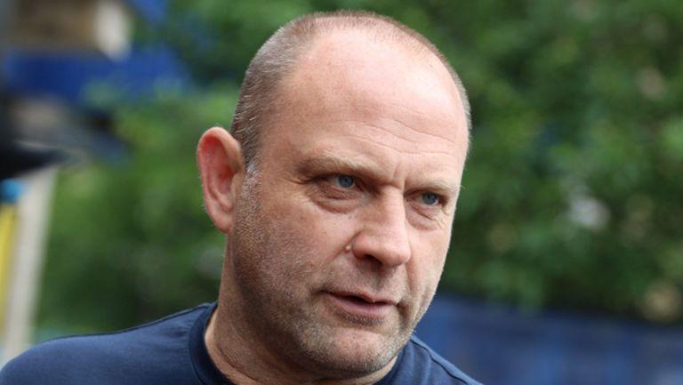 Сираков още не е прехвърлил акции на Тити Папазов
