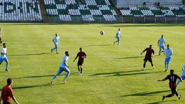 Локомотив (Мездра) с първа победа през сезона след пълен обрат срещу Академик (Свищов)