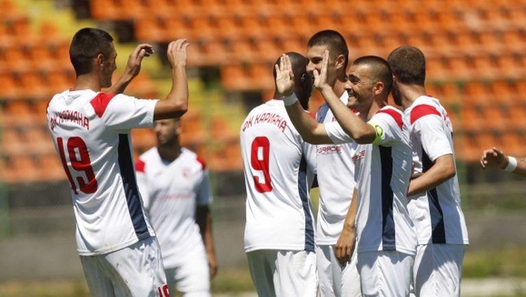 Втора лига: 7 гола в Пазарджик, Кариана няма спирка
