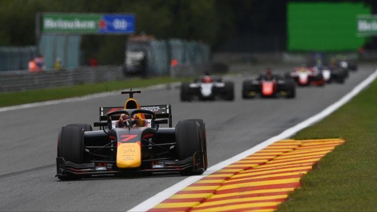 """Спорно наказание донесе победата на Цунода във Формула 2 на """"Спа"""""""