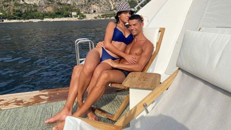 Роналдо и Джорджина показаха изваяни тела на плажа (снимка)