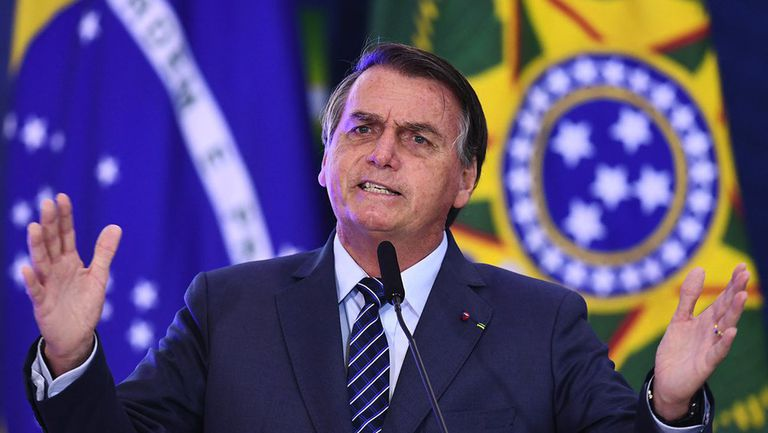 Бразилският президент не бе допуснат на мач на Сантош, защото не е ваксиниран