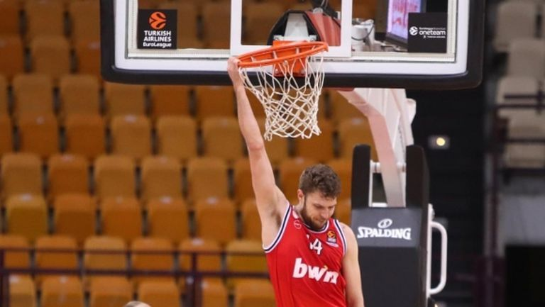 Везенков знае как да печели, дори да влезе на мача с фрапе в ръка (видео)
