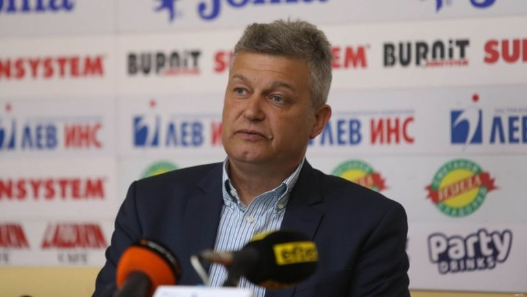 Няма как да побългарим VAR, ФИФА ще ни наблюдава нон-стоп, заяви Петър Петров