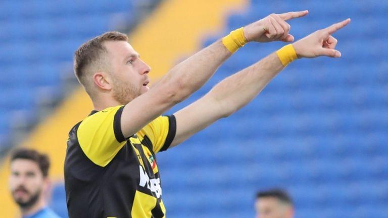 Ясен Петров вика Атанас Илиев в националния?
