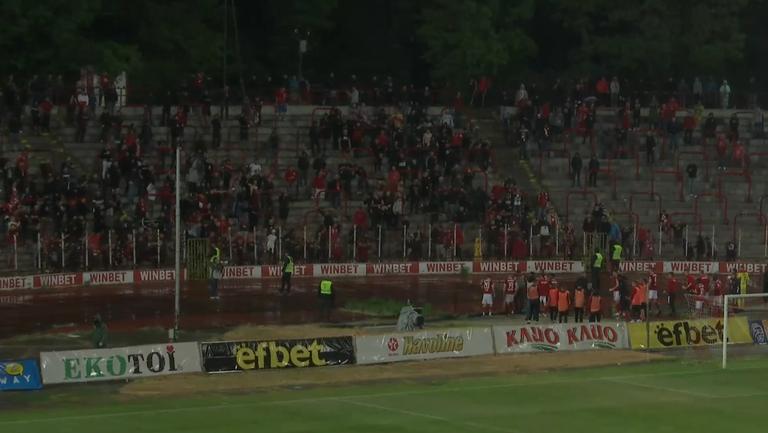 Играчи и фенове на ЦСКА-София празнуват победата над Лудогорец
