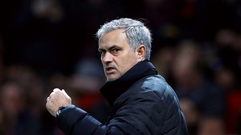 Моуриньо с критичен коментар за феновете на Юнайтед