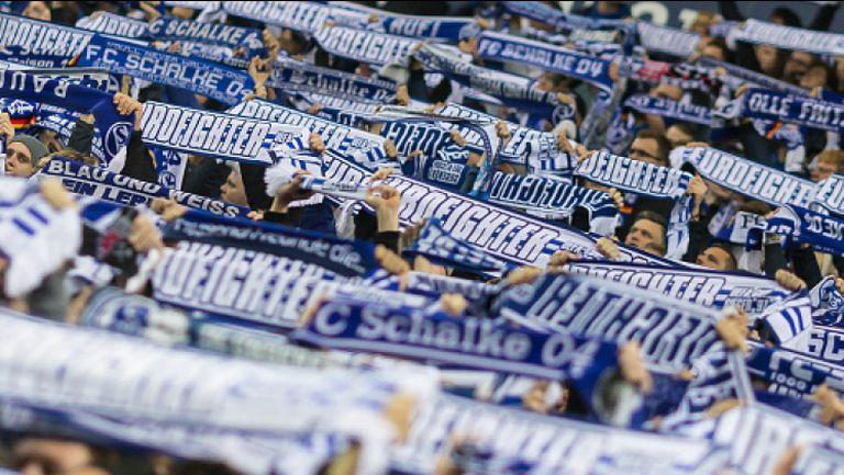 Феновете на Шалке се забавляват в Залцбург