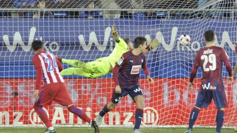 Атлетико се измъкна от загуба в Ейбар (видео)