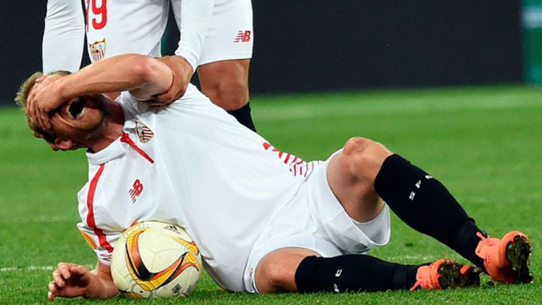 Играч на Севиля претърпя втора операция на коленете за девет месеца