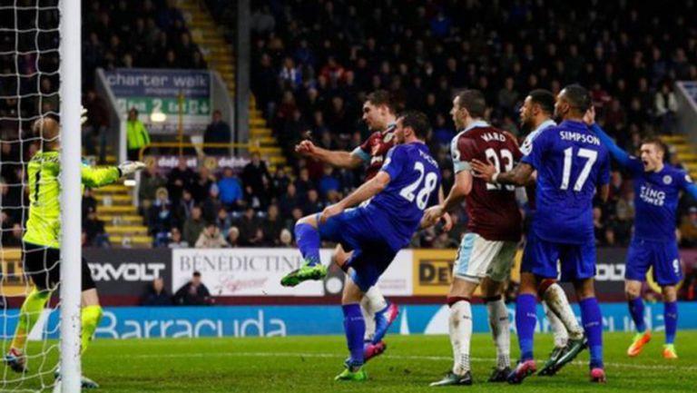 Спорен гол донесе пета поредна домакинска победа на Бърнли (видео)