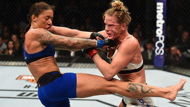 Джърмейн де Рандами разби Холи Холм и е първата шампионка на UFC в категория перо (видео + снимки)