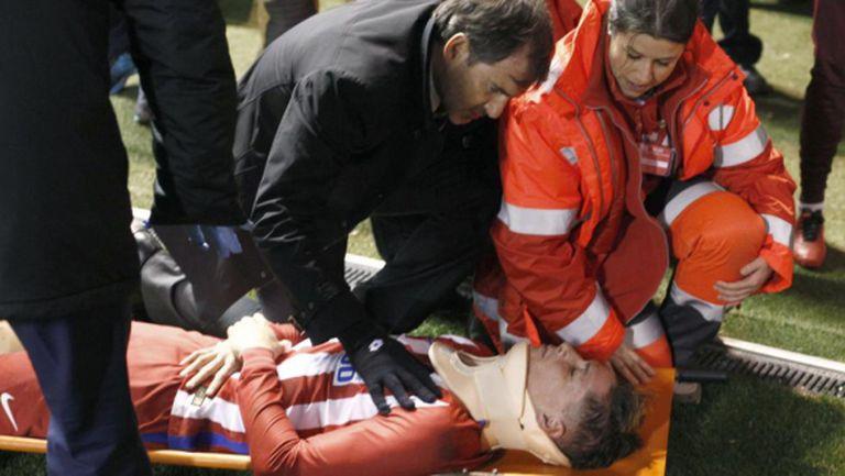 Торес е в съзнание, но остава в болница