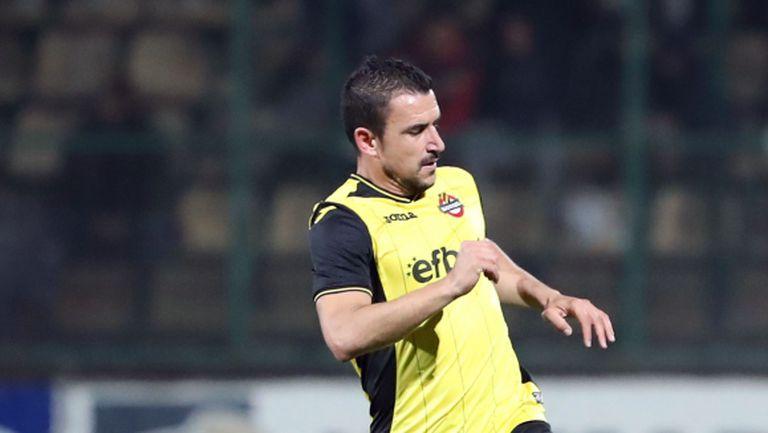 Иван Стоянов върна Етър на върха във Втора лига