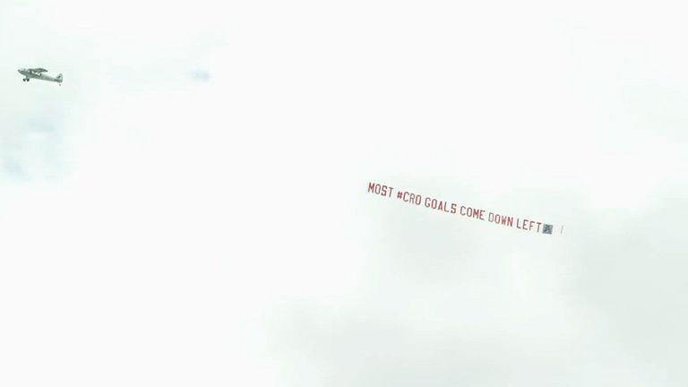 Англия получи подсказка чрез самолет преди мача с Хърватия