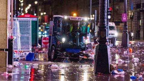 Тонове боклуци и арести след загубения финал в Лондон