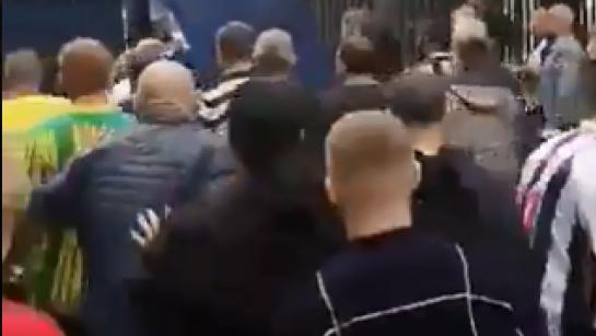 Шокиращо видео - човек лежи в безсъзнание след бой между фенове в Англия