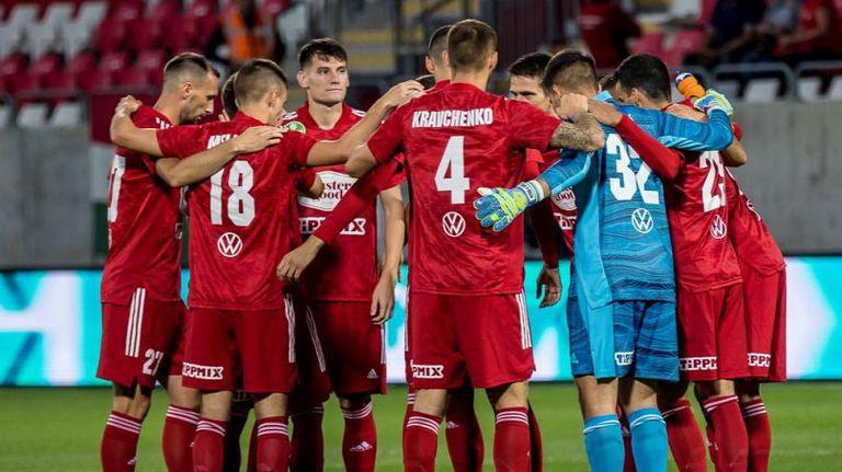 Отборът на Карабельов продължава да води в Унгария