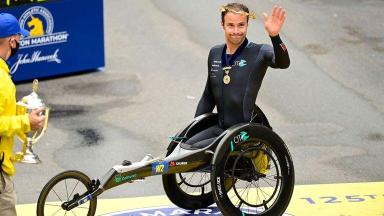 Шампионът на маратона в Бостън в инвалидни колички загуби $50 000 заради грешка по трасето