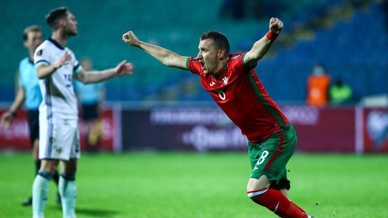 Мощна тупалка на Неделев и пълен обрат за България - 2:1!