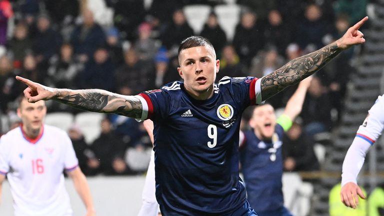 Шотландия измъкна нова късна победа и е още по-близо до целта