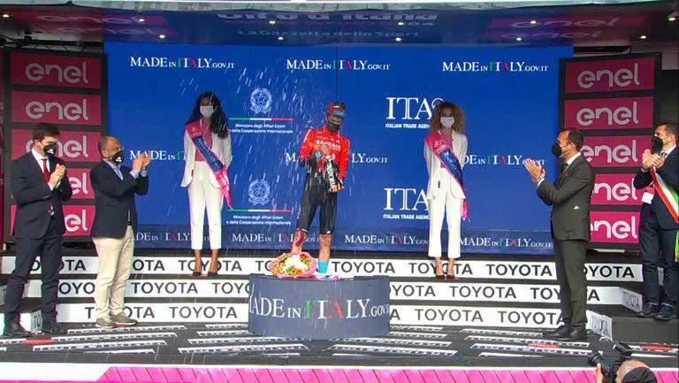 Швейцарецът Джино Медер спечели шестия етап на Джирото