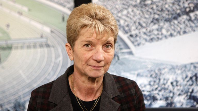 Министър Дашева посети националките по борба в Самоков