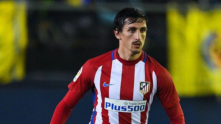 Защитник на Атлетико със счупен нос