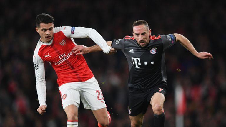 Байерн не се е отказал от халф на Арсенал, твърди Хитцфелд