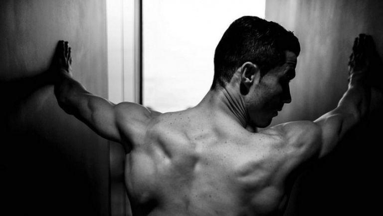 Роналдо разпали въображението на фенките си (снимки)