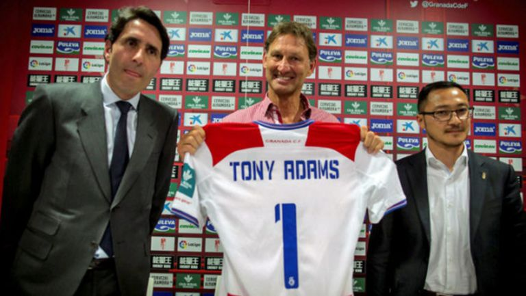 Тони Адамс: Идвам да сритам задниците на футболистите