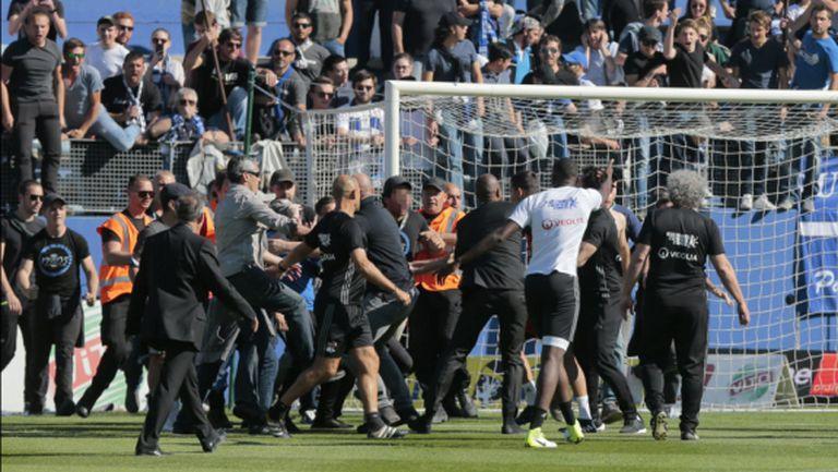 Нови побоища във Франция: прекратиха мача на Лион (видео)
