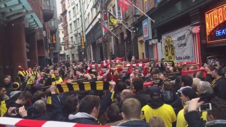 Феновете на Ливърпул и Дортмунд отново заедно