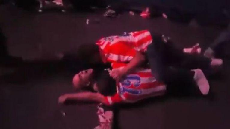 Луда радост след гола на Караско за феновете на Атлетико на стадиона в Милано