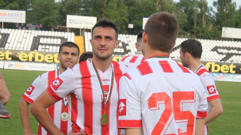 Сълзи в очите на Костадин Хазуров при награждаването на ЦСКА
