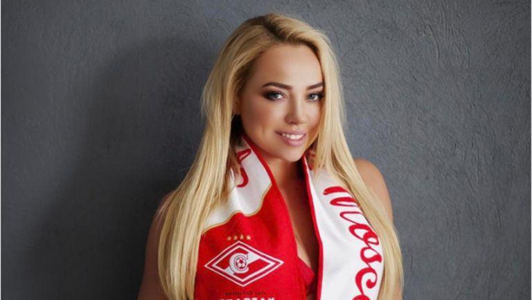 Спортна журналистка захвърли дрехите заради Ивелин Попов и Спартак (снимки)