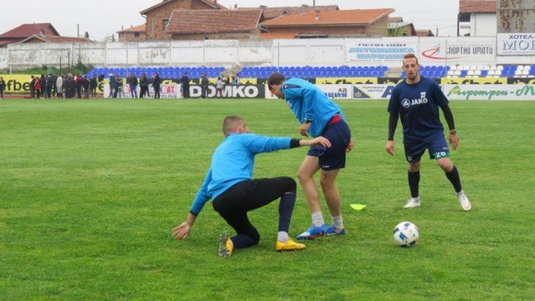Монтана замина с едва 15 футболисти за Бургас
