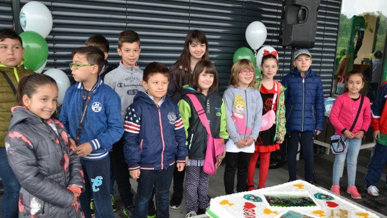 100 деца опитаха шампионската торта на Лудогорец и си тръгнаха с куп подараци