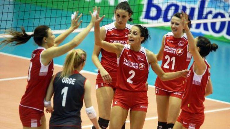 Турция си подпечата визата за Мондиал 2018 след победа над Черна гора