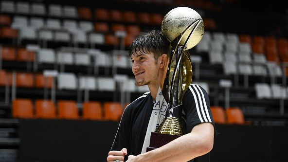 Втори трофей за Костадинов и Реал Мадрид U18! 🏆