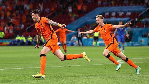 Нидерландия нанесе решителен удар в средата на второто полувреме и вече има два гола аванс