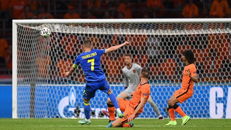 Бомбен шут на Ярмоленко връща Украйна в мача