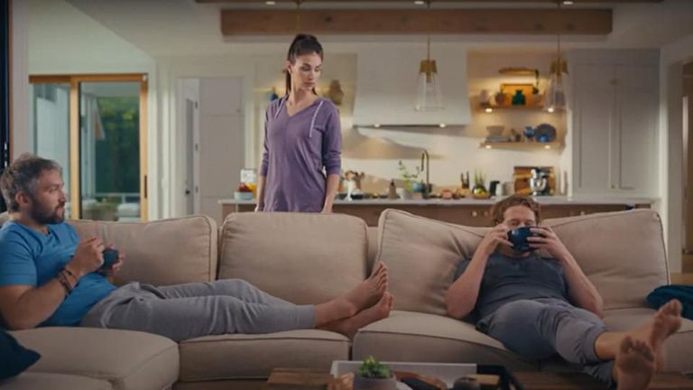 Овечкин блести в забавна реклама на застраховки